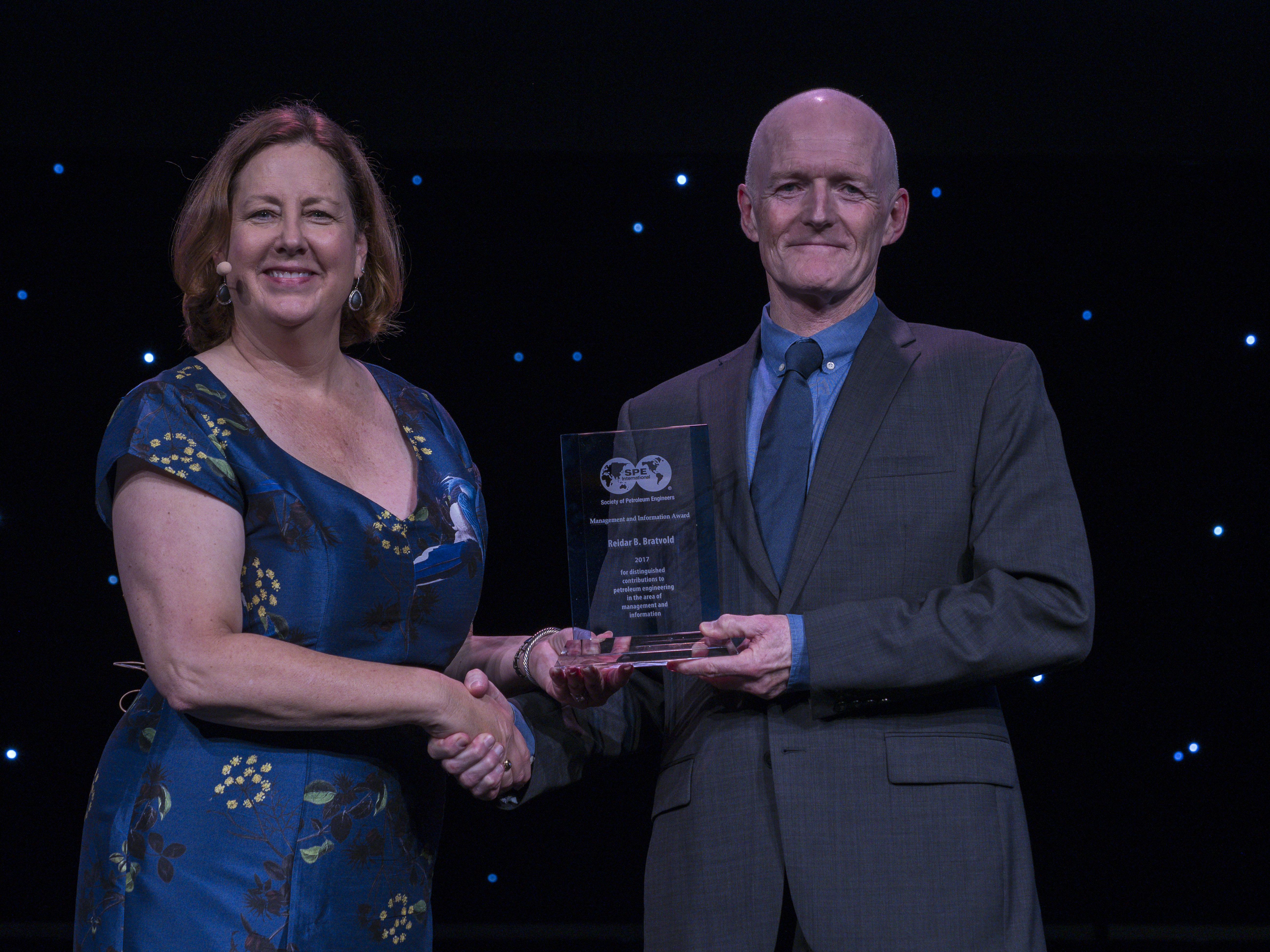 Dr. Reidar B. Bratvold Receives Management and Information Award from Society of Petroleum Engineers